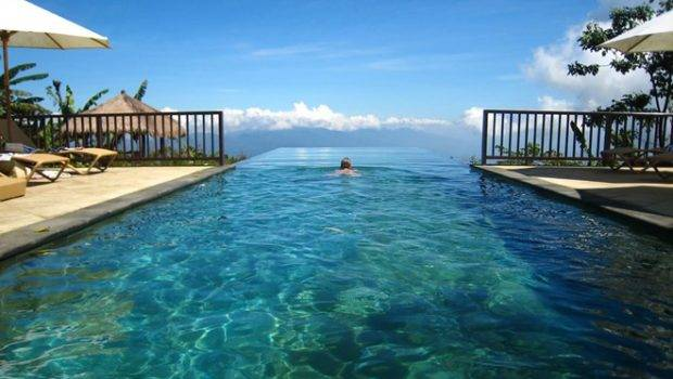Acapulco Infinity Pool Steep Hillside Midst Jungle