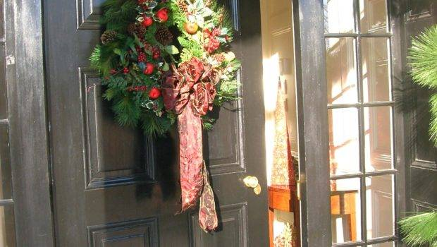 Amazing Front Door Decorating Christmas Doors