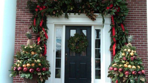 Anyone Can Decorate Christmas Porch