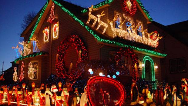 Beautiful Christmas Decorated House Photos