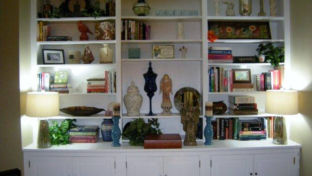 Bookshelves Need Focal Points Decorate Room