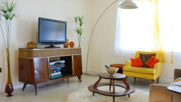 Comfy Room Using Mid Century Modern Decor Wooden Table