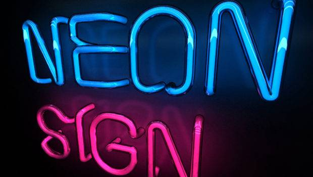 Create Cool Looking Neon Sign Effect Using Max Vray