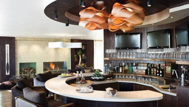 Curvilinear Indoor Bar Offered Cocktails Event Guests