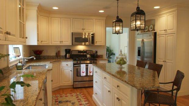 Decorating Your Kitchen Grasscloth