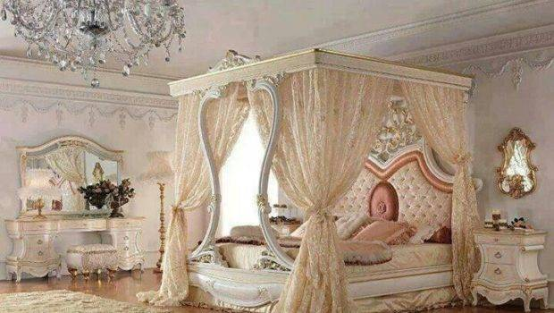 Elegant Classic Old Hollywood Canopy Bed