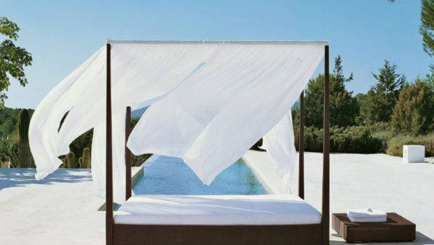 Extraordinary Outdoor Canopy Bed Luxurious Infinity Pool White Drapes
