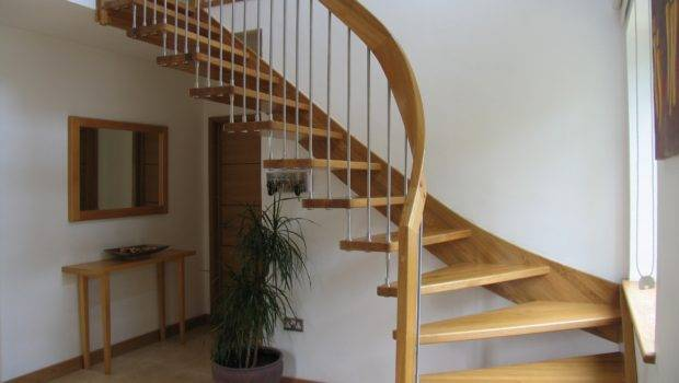 Fancy Curved Modern Staircase Wooden Frames Space