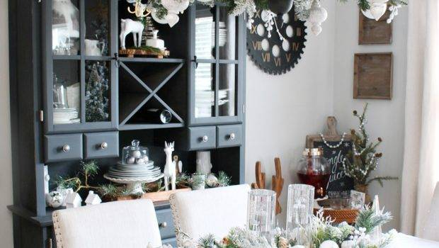 Farmhouse Dining Room Christmas Decorations Clean