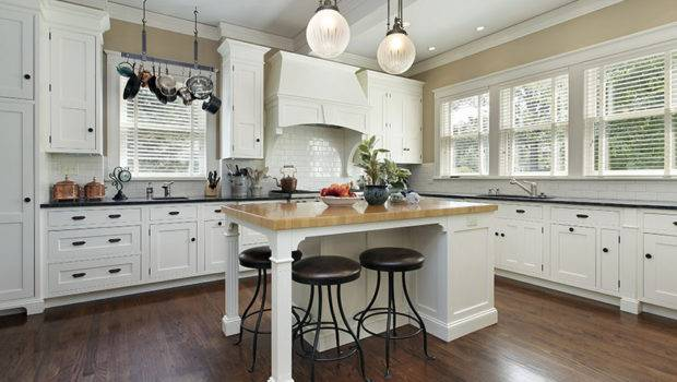Gorgeous White Country Kitchens Designing Idea