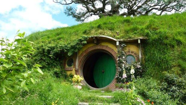 Hobbiton Movie Set Lord Rings Hobbit House Youtube