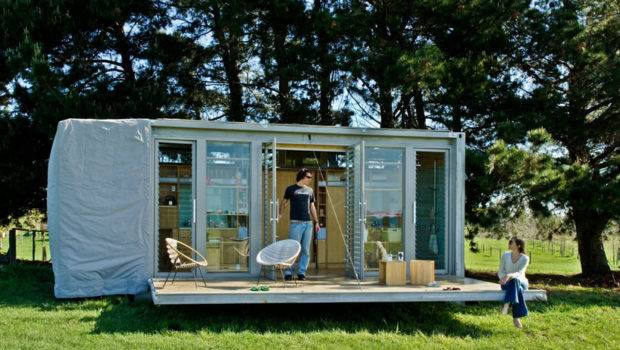 Home Compact Sustainable Port Bach Shipping Container Holiday