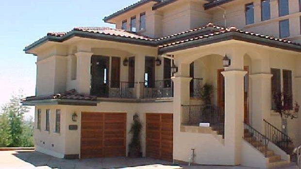 Italian Style Homes Courtyard Together