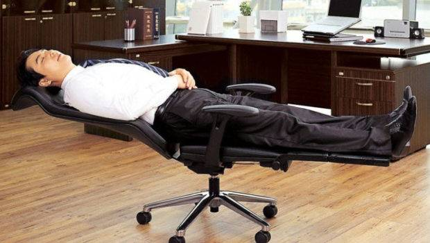 Lay Flat Office Chair Can Turn Into Functional Cot