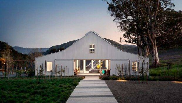 Modern Barn House Middle Nature Hupomone Ranch