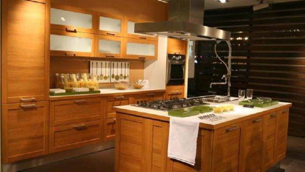 Modern Solid Wood Kitchen Cabinet China Wooden