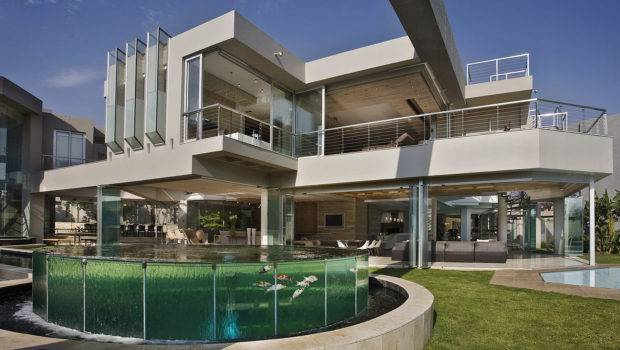 Nico Van Der Meulen Architects Has Designed Glass House Project