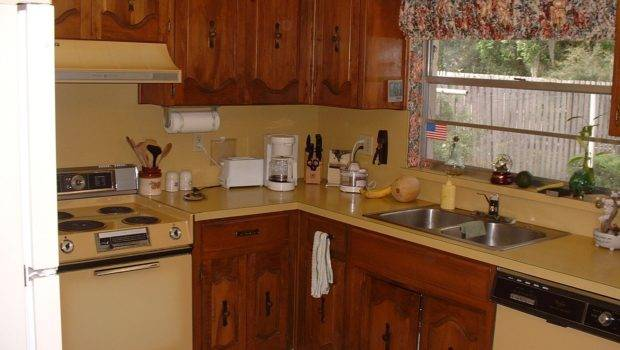 Old Kitchen Cabinets Stove
