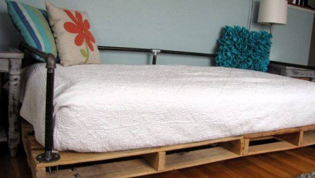Painted Therapy Building Pallet Daybed