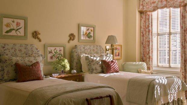 Shabby Chic Guest Bedroom Twin Beds Sunny