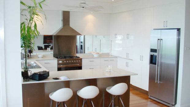 Shaped Kitchen Design Using Floorboards