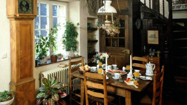 Small Dining Room Space Design