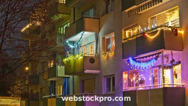 South Park Apartments Prepares Holiday Decorating Mid Town