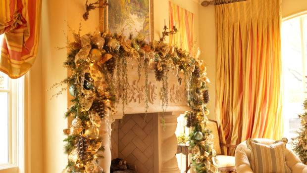 Startling Christmas Mantel Decorating Ideas