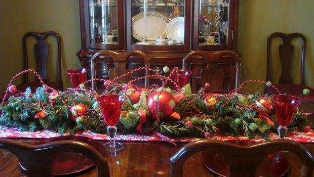Superb Christmas Dining Room Table Ideas