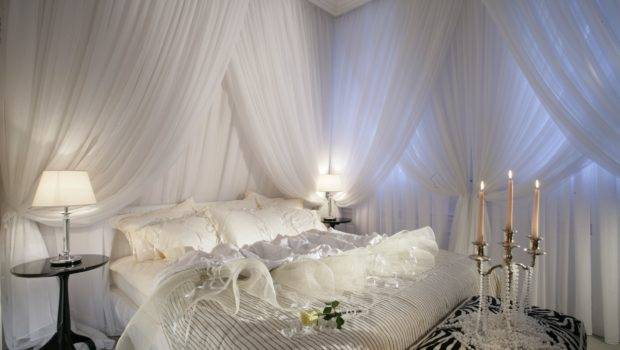 Themed Canopy Bedroom Having Same Curtains Your Windows