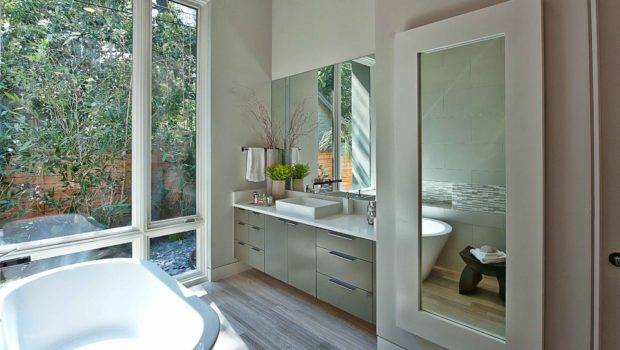 Tips Decorating Small Bathrooms