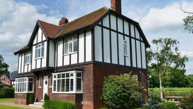 Tudor House Selby Selfcatering Travel