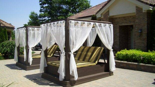 Twin Poolside Canopy Beds Help Beat Summer Heat