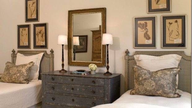 Two Reunited Guest Room Love Twin Beds