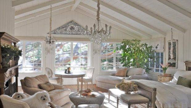 Vaulted Ceiling Decorating Living Room