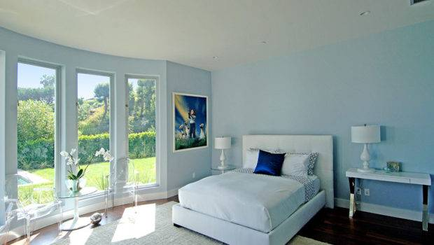 Wall Curved Window Gives Point Perfect Paint
