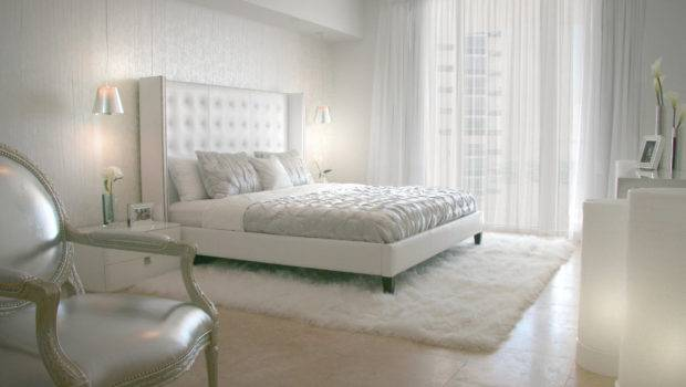 White Soft Fub Rug Glass Wall Curtains Blinds Also